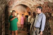 La Torre de los Perdigones de Adra abre al público los antiguos refugios de la Guerra Civil