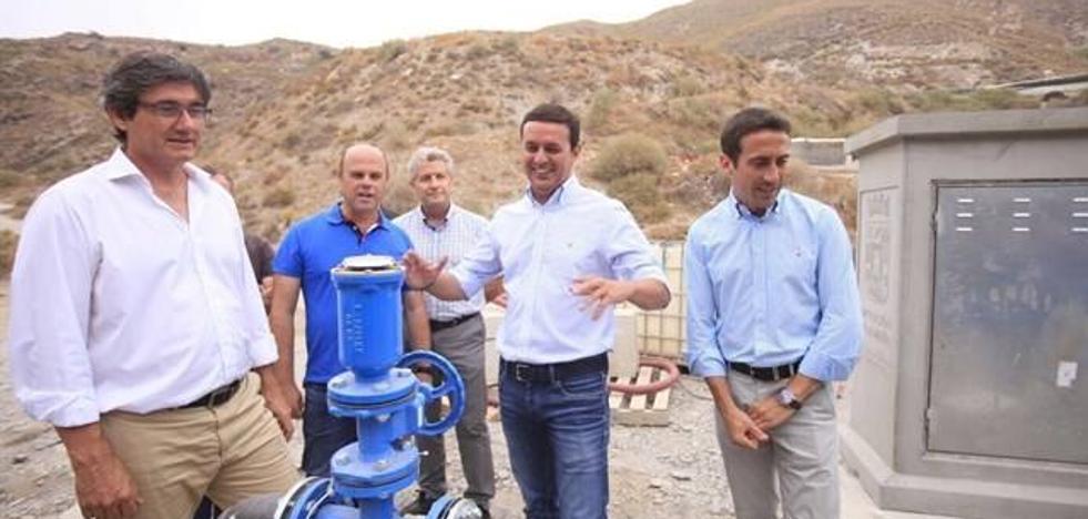 Los 300 vecinos de La Alquería de Adra contarán con agua potable tras la conexión con La Parrona