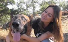 Rescatan a un perro ciego y desnutrido que fue abandonado en un paraje de Berja
