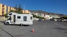 Adra habilitará espacios públicos para caravanas y regulará su uso mediante ordenanza