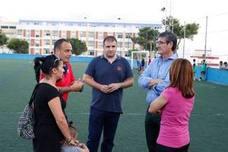 El estadio de fútbol Miramar de Adra despide al año con césped artificial nuevo