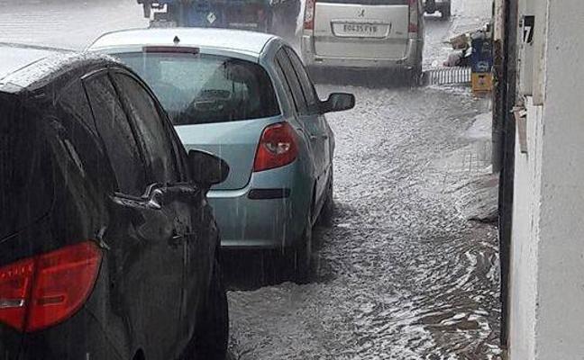Malestar en La Curva por la acumulación de agua de lluvia