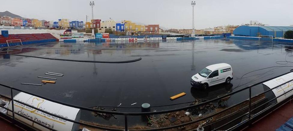 El estadio Miramar de Adra interrumpe su actividad para renovar el césped