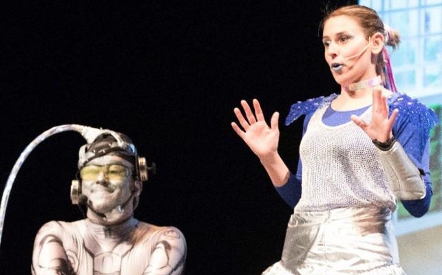 Más de un millar de escolares disfruta del teatro con 'La Escuela de la Galaxia'