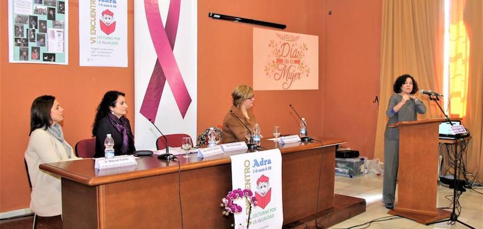 La rectora de la Universidad de Granada preside unas lecturas sobre mujer y trabajo en Adra