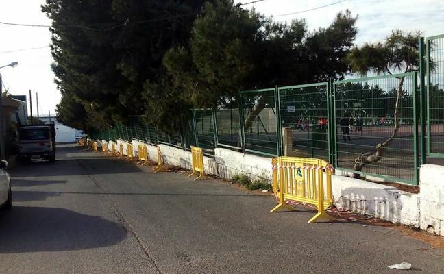 Indignación en el colegio Nueva Andalucía de La Curva por el estado de las instalaciones