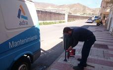 Servicios añade 50 papeleras nuevas para lograr que Adra luzca limpia