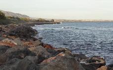 Los últimos temporales obligan a actuar en la costa de Adra «de forma inminente»