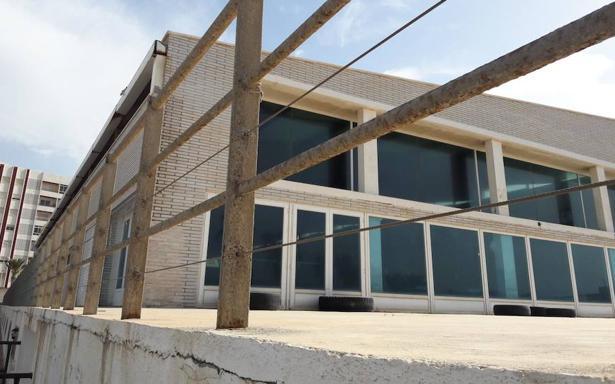 La piscina cubierta de adra cierra por reformas adra ideal for Piscina cubierta ronda