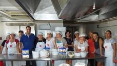 16 familias alcalaínas participan en la IV edición del Taller de cocina mediterránea
