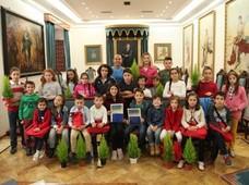 El Consejo de las niñas y los niños elaboran sus propuestas en una reunión sobre medio ambiente