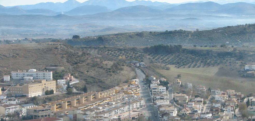 El padre de Alcalá detenido llevaba todo un arsenal en el coche y 247.000 euros en efectivo