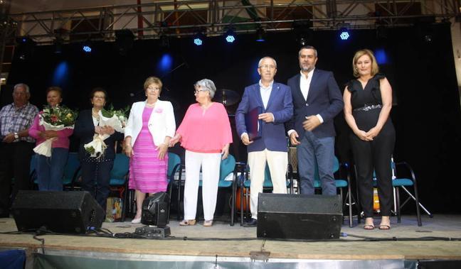 Vecinos de Serón y Macael arropan a Enrique Pérez Parra en el pregón de fiestas