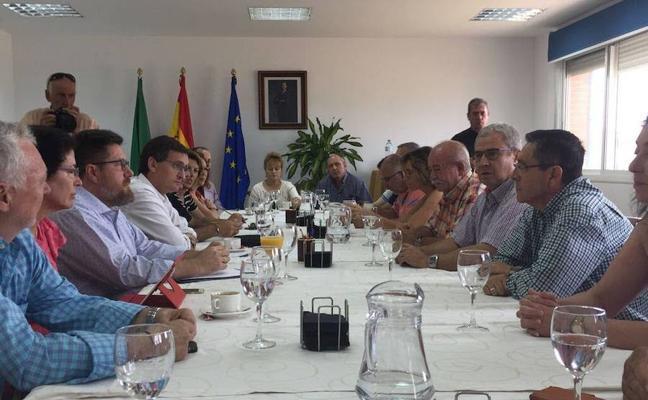 La Junta pide al Gobierno que reduzca el precio del agua desalada y garantice el trasvase Negratín-Almanzora
