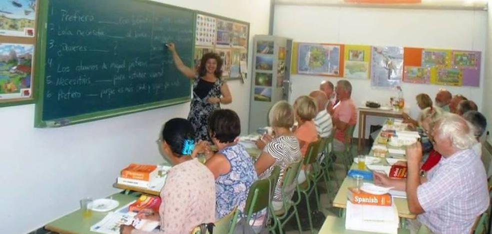 Más de 110 residentes de Arboleas comienzan las clases del curso formativo de español