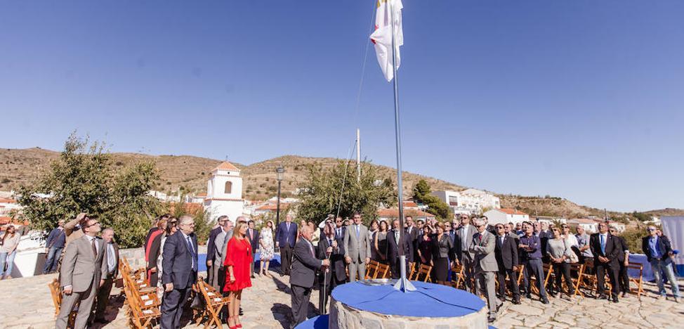 Benitagla acogió los actos del izado oficial de la nueva bandera de la provincia de Almería