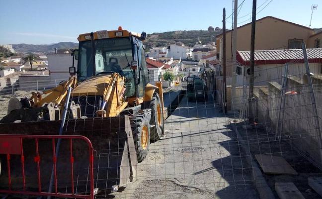 Zurgena afronta la reforma integral del barrio de la Cruz con nueva iluminación y alcantarillado
