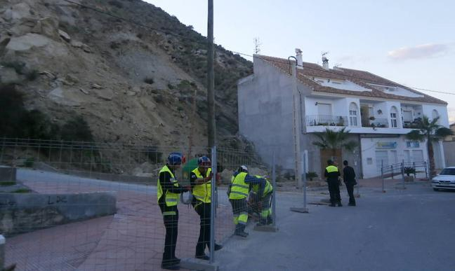 El cerro de Las Lomas de Zurgena se librará de los desprendimientos