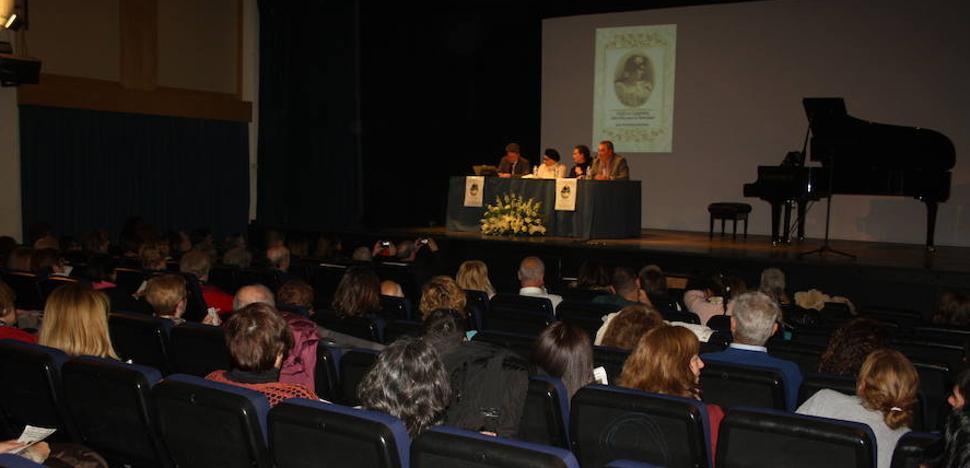 El salón de actos de Tíjola acogió la presentación del libro póstumo 'Una diva para la eternidad'