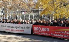 Representantes del PSOE de Granada, Jaén y Almería reclaman a las puertas del Ministerio el eje eléctrico Baza-Vera