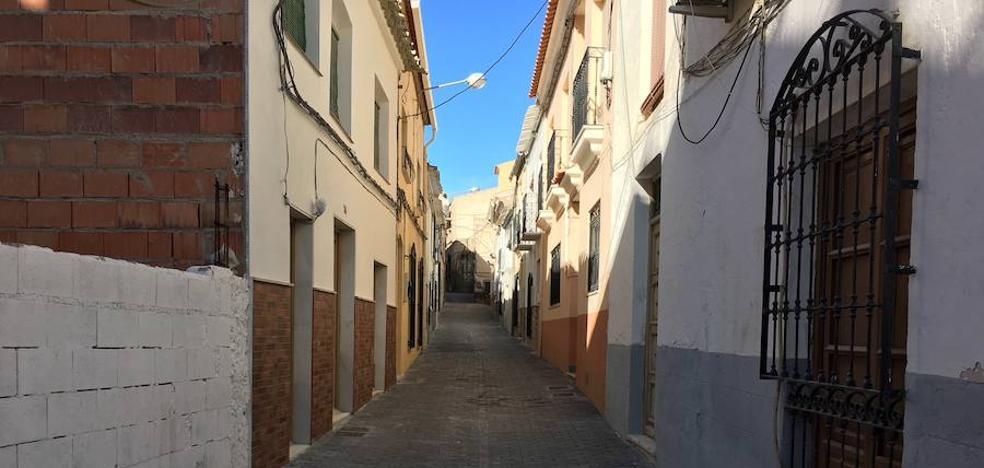 El Ayuntamiento finaliza el adoquinamiento y el asfaltado en calles del casco histórico de Albox