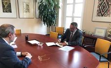El alcalde de Albox firma en el Ministerio de Trabajo la adquisición del conocido como 'edificio sindical'
