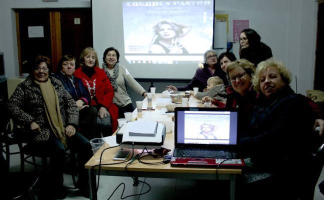 La asociación de mujeres de Urrácal quiere rebautizar el merendero con el nombre de Carmen de Burgos