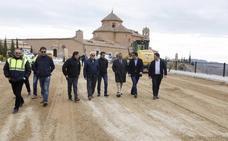 Diputación pavimenta los 7.500 metros cuadrados que dan acceso al Santuario de 'El Saliente'