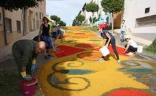 Espectacularidad y colorido al paso de la Virgen de Fátima en las calles de Tíjola