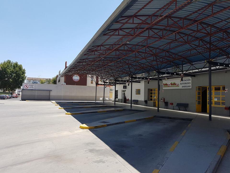 La alcaldesa de Lopera denuncia la supresión de la línea de bus que conecta Andújar con su localidad