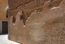 Alarma por el deterioro de las murallas árabes de la calle Luis Vives