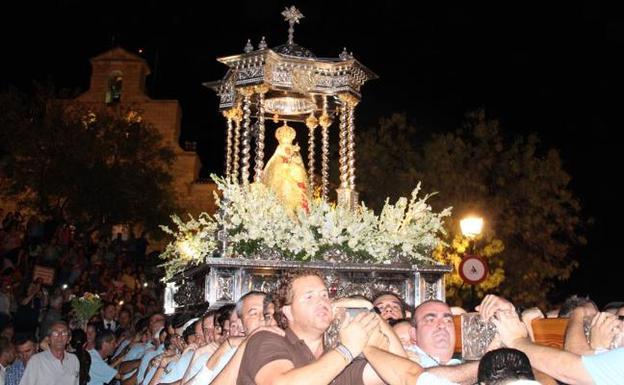 La procesión por el Cerro fue muy concurrida y reeditó muchas escenas y estampas de la Romería.