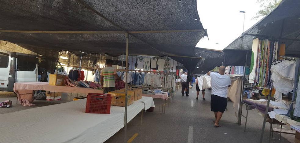 El mercadillo de los martes estrena ubicación en su cambio por la Feria