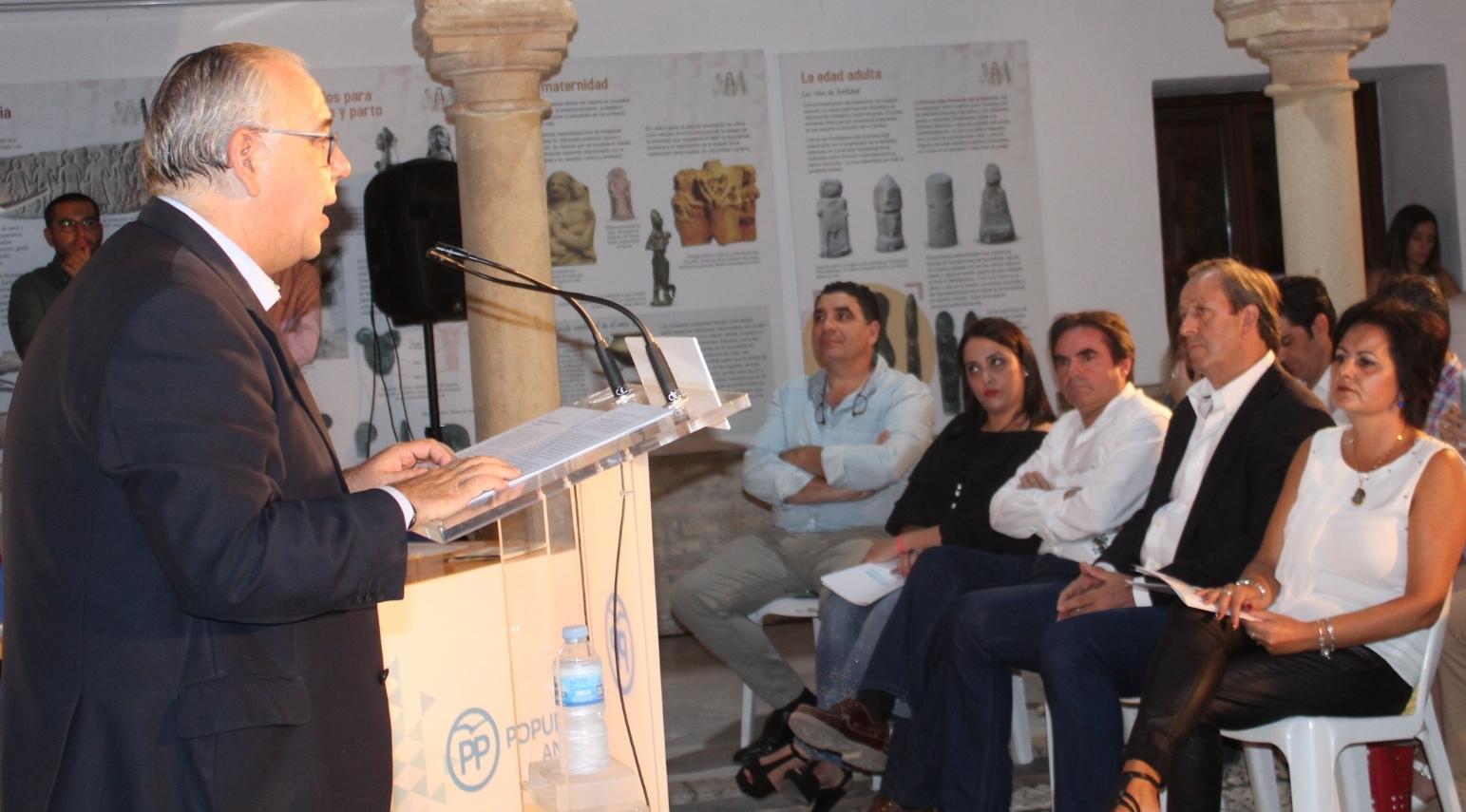 Jesús Estrella revalida la presidencia local del PP con el apoyo unánime de los asistentes al Congreso