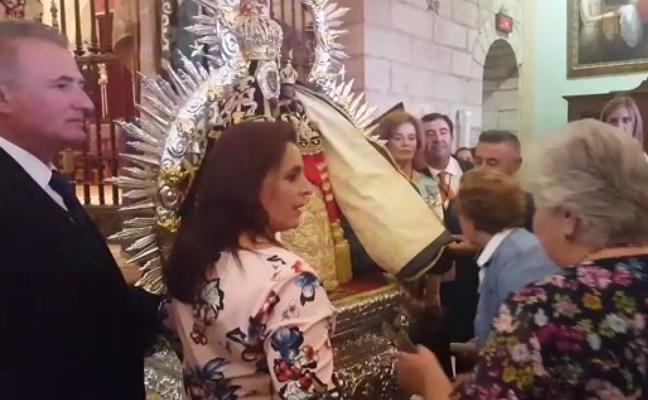 Miles de personas veneran a la Virgen de la Cabeza en la Peregrinación Blanca