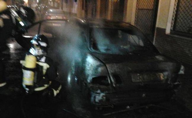 Arde un vehículo esta madrugada en Andújar