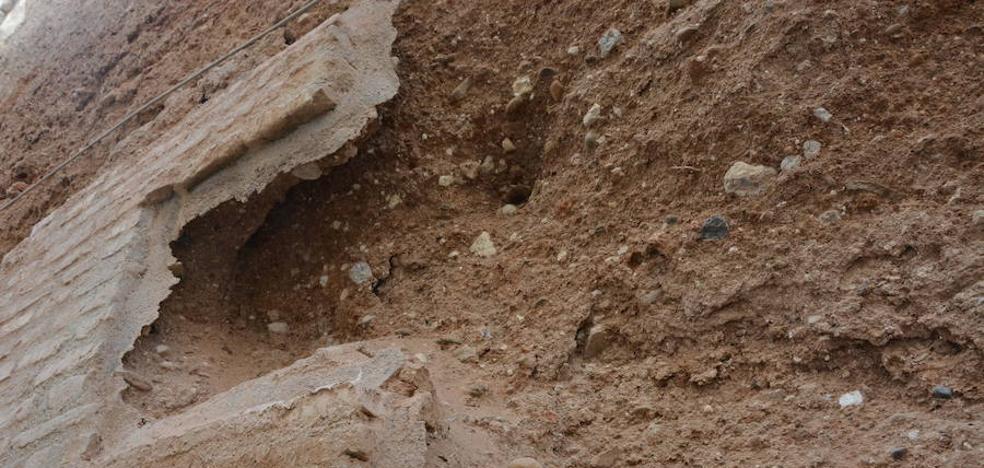 Amigos del Patrimonio alerta del estado de deterioro de las murallas árabes de Andújar