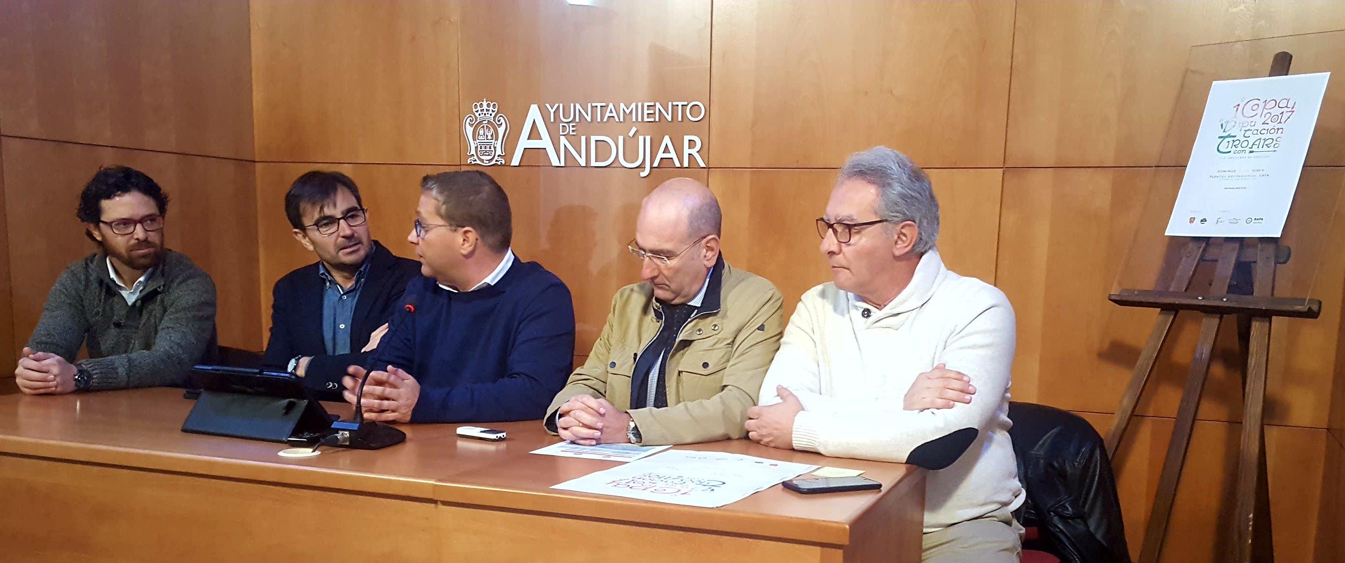 El pabellón deportivo de la SAFA de Andújar acoge este domingo la I Copa Diputación de Tiro con Arco