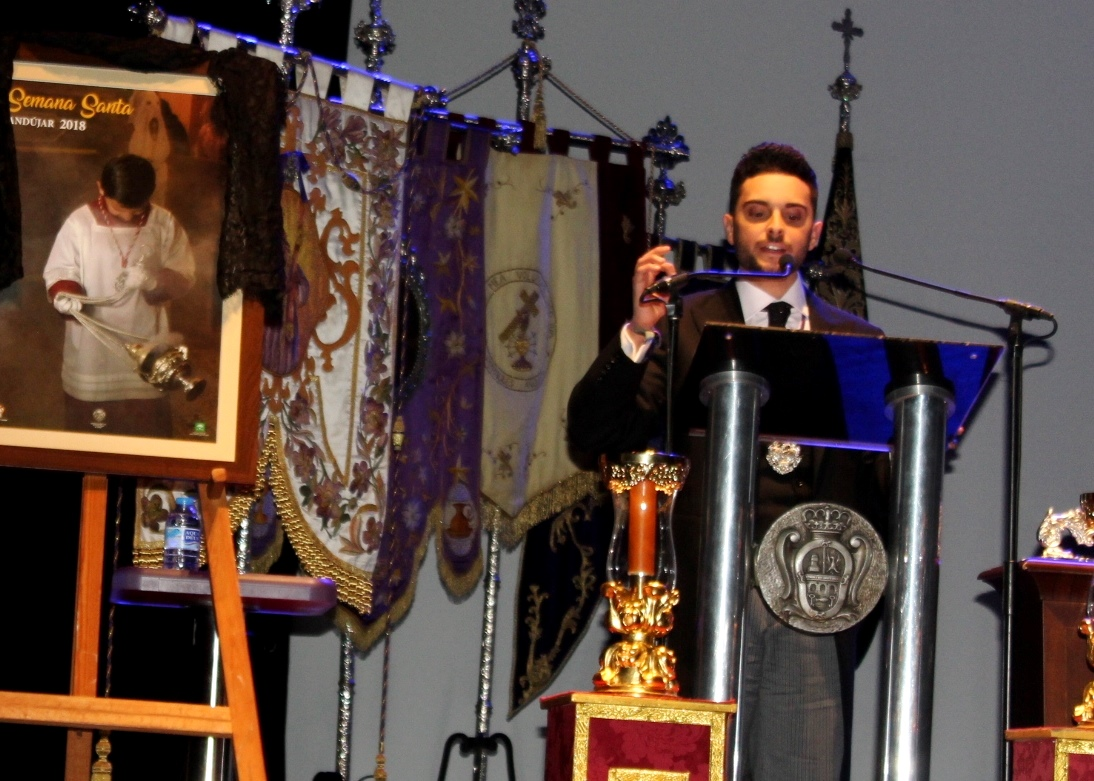 El pregonero de la Semana de Andújar alienta a la juventud a que mantenga perdurable la llama de la fe y la tradición
