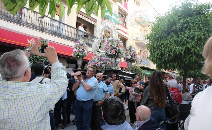 Multitudinaria ofrenda floral a la Virgen de la Cabeza en Andújar