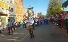 Una veintena de cofradías filiales de la Virgen de la Cabeza asisten a la entrada de cofradías a Andújar