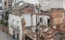 Se derrumba un inmueble de la calle Mesones de Andújar