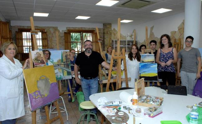 Armilla fomenta las bellas artes y los talleres formativos para todos los públicos en la Casa de la Cultura