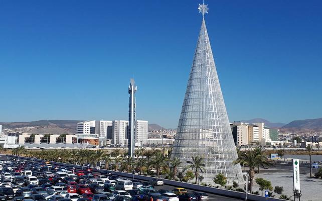 Pastora Soler enciende hoy el árbol de Navidad más alto de Europa en el Nevada