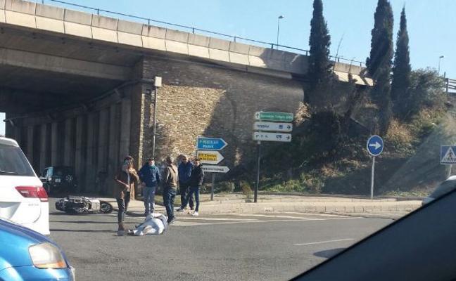 Un motorista, herido en Armilla tras una colisión con un turismo