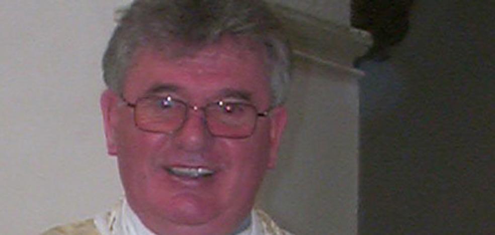 Fallece el sacerdote Brian Stenson, quien fuera párroco de Santiago en Baza