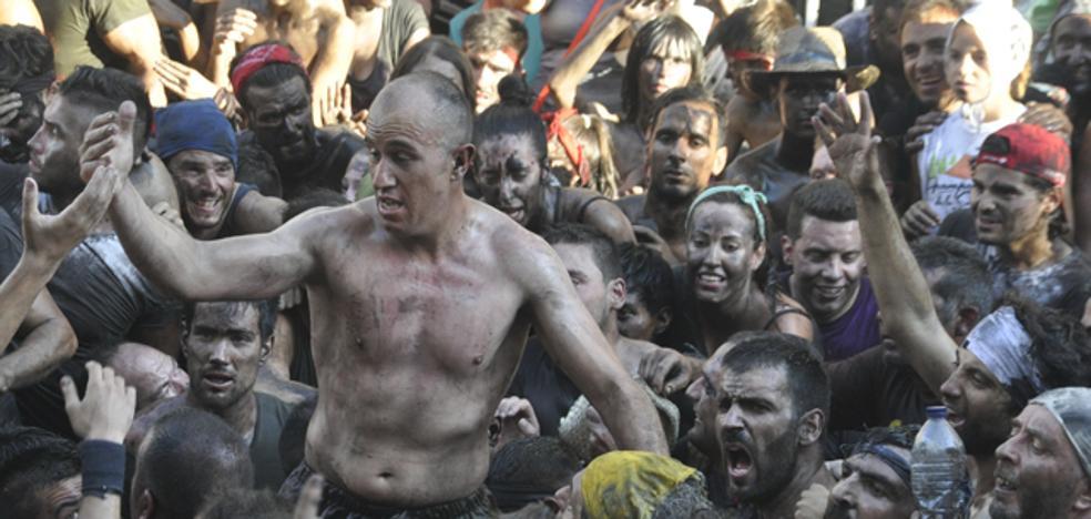 13.000 bastetanos impiden que Cascamorras se lleve a la patrona de Baza