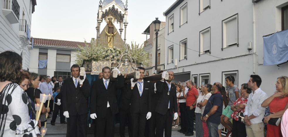 3.000 personas acompañan a la Virgen de la Piedad el día de su festividad