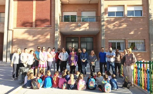 Los alumnos de primero del colegio de Puebla de Don Fadrique, sin maestro