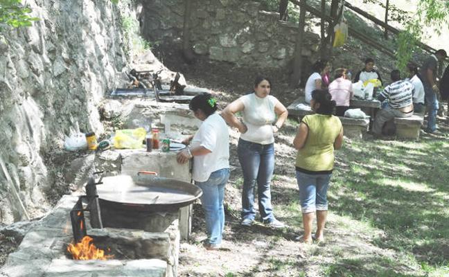 Mejoras en las áreas recreativas del Puente de Tablas y ermita de las Santas en Huéscar